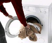 Как отстирать пятна от пота на одежде