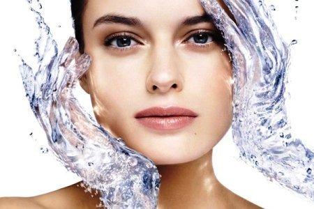 Uvlazhnenie suhoj kozhi lica