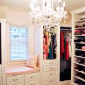 Как правильно обустроить гардеробную комнату