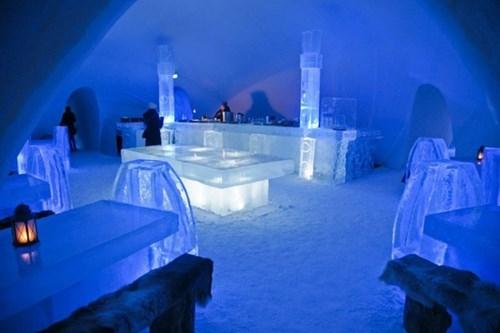 Zamok Snezhnoj Korolevy v Laplandii
